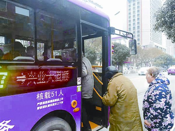 驻马店:文明公交绘就城市流动风景线
